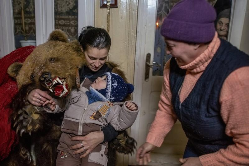 dansul-ursului-omofon6