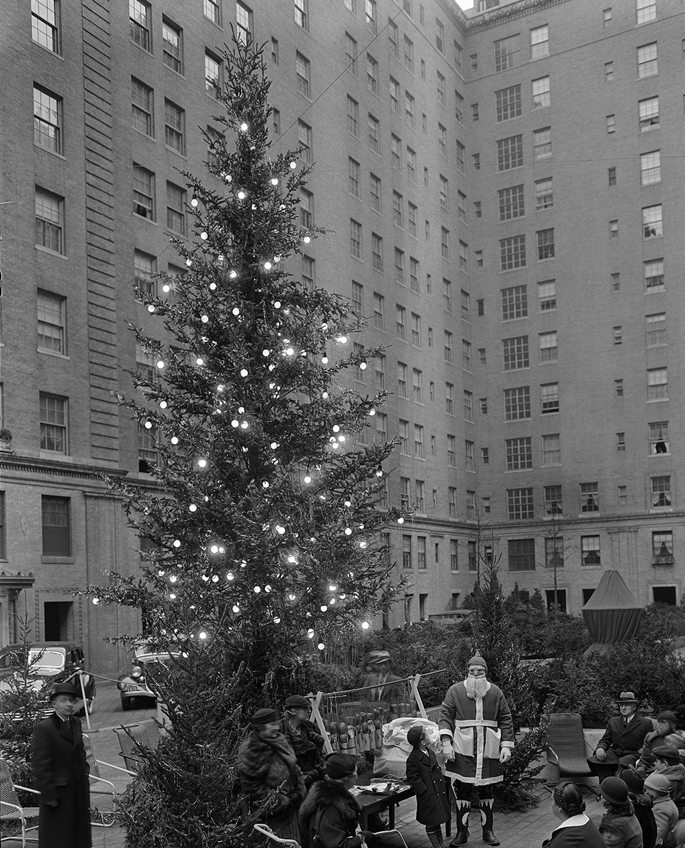 UNITED STATES - DECEMBER 24: Christmas tree in Rockefeller Plaza. (Photo by MCNY/Gottscho-Schleisner/Getty Images)