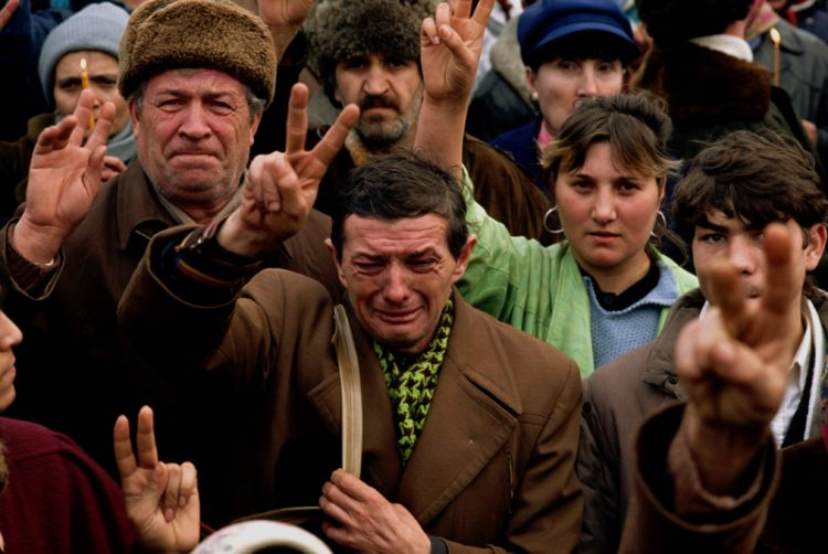 © Peter Turnley / Corbis Bucharest, Romania, 1989. Romanians during the overthrow of the despotic Romanian dictator Nicolae Ceausescu.
