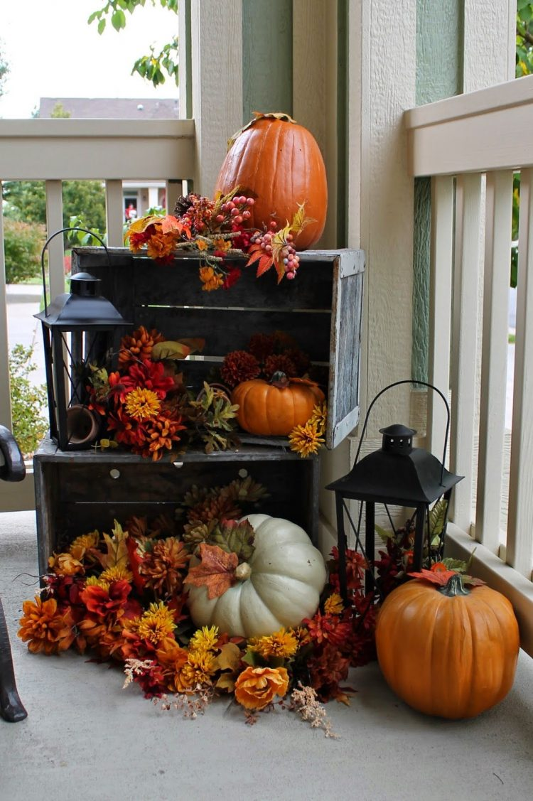 60-pretty-autumn-porch-decor-ideas-17