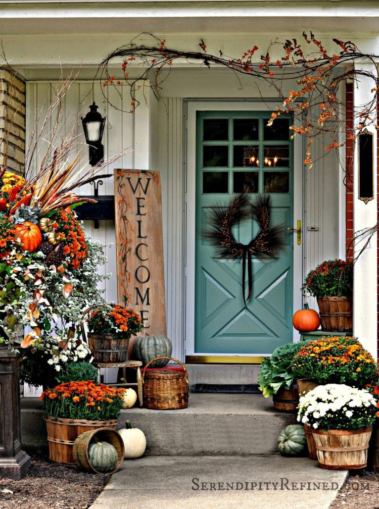 60-pretty-autumn-porch-decor-ideas-22