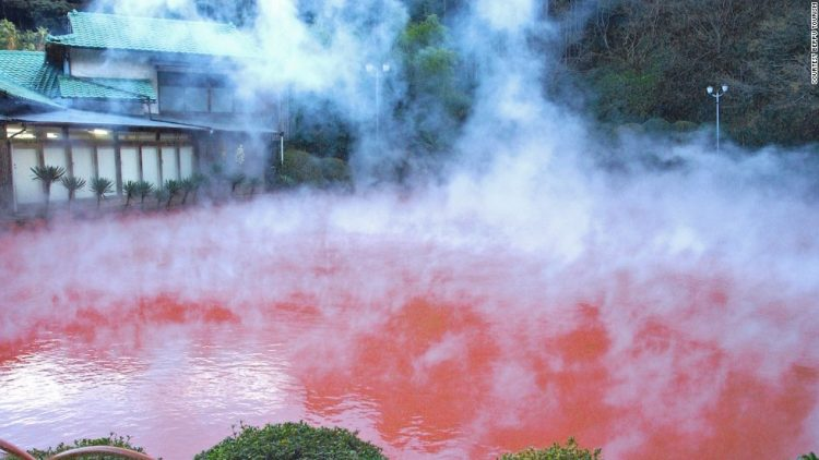 lacul-care-fierbe-din-japonia4