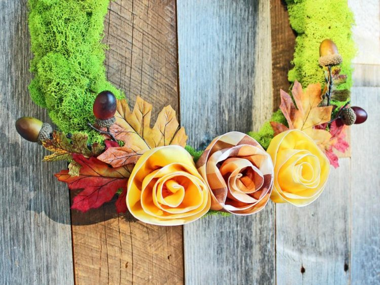 original_camille-smith-fall-wreath-barn-beauty-angled-jpg-rend-hgtvcom-966-725