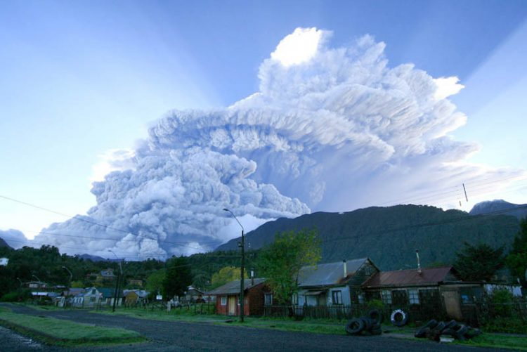 A cloud of smoke and ashes produced by intensified eruption of the Chaiten volcano are seen over Chaiten on Tuesday, May 6, 2008, in southern Chile. The eruption spewed incandescent material and blated ash some 20 miles (30 kilometers) into the Andean sky, forcing authorities to a complete evacuation of the area. (AP Photo/La Tercera) ** CHILE OUT **